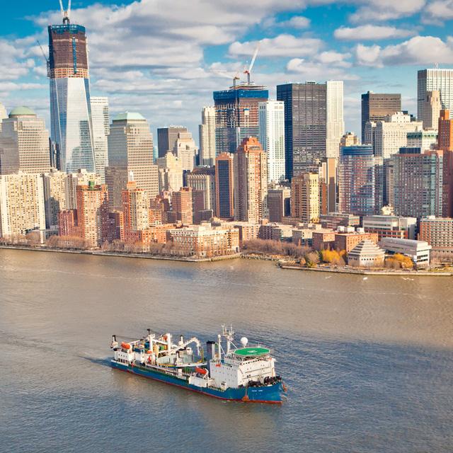 Światła na Manhattanie dzięki energii elektrycznej z New Jersey